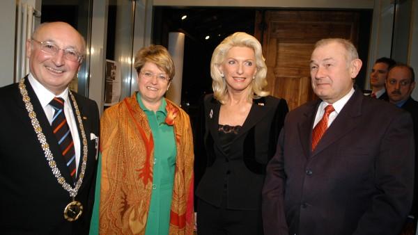 Maria-Elisabeth Schaeffler wird für ihre außergewöhnlichen Verdienste um das Gemeinwohl Ehrenbürgerin der Stadt Herzogenaurach.
