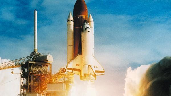 FAG rüstet die Hochdruckturbopumpen für den Raketenantrieb des SpaceShuttle mit neuartigen Lagern aus.