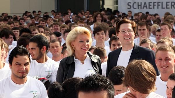 1.200 Schaeffler-Auszubildende von 29 Standorten aus acht Ländern treffen sich am Stammsitz in Herzogenaurach.