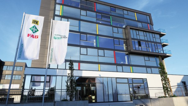 Mit der Eröffnung der Schaeffler Academy in Herzogenaurach unterstreicht Schaeffler sein Engagement in der Weiterbildung seiner Mitarbeiter.