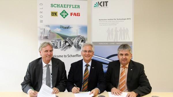 """Schaeffler und das Karlsruher Institut für Technologie (KIT) unterzeichnen ein """"Memorandum of Understanding"""" für eine Kooperation im Bereich Forschung und Vorentwicklung auf dem Gebiet der Mobilität."""