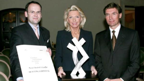 """Für ihr herausragendes Wirken um das größte deutsche Industrieunternehmen in Familienbesitz wird Maria-Elisabeth Schaeffler zur """"Familienunternehmerin des Jahres"""" gekürt."""