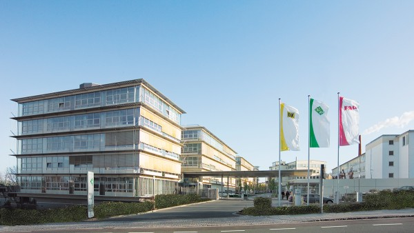 The company suffers a sharp decline in orders due to the financial and economic crisis. The Schaeffler Group applies for short-time working in several areas of the company.