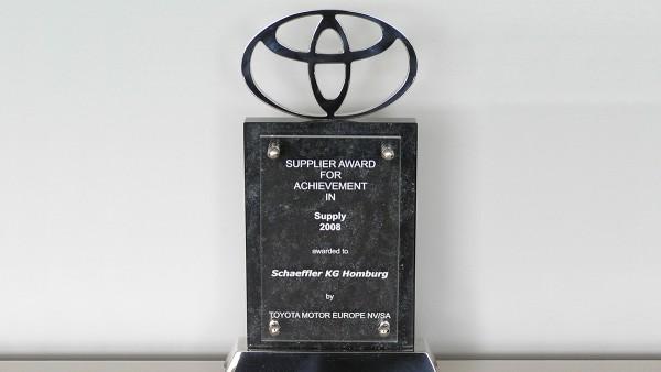 """Toyota verleiht der Schaeffler Gruppe den """"Achievement Award"""" in der Kategorie Zulieferer. Schaeffler gehört damit zu den gerade mal vier Zulieferern, die diesen Preis erhalten haben."""