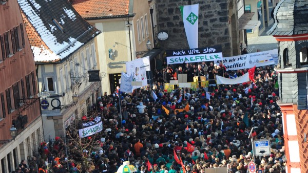 Schaeffler employees demonstrate in Herzogenaurach and in other locations in support of their company. Around 8,000 people take to the streets.