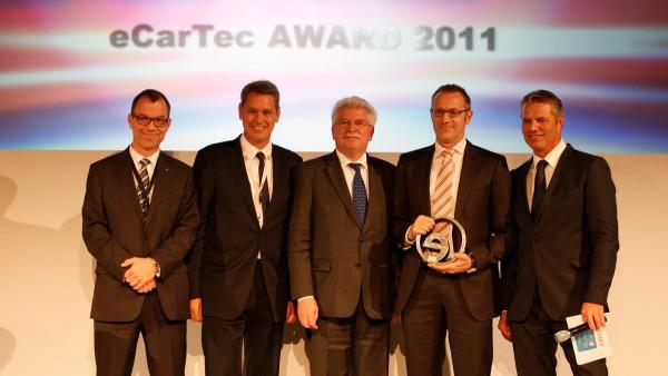 """Für das innovative Produkt eWheelDrive erhält Schaeffler im Rahmen der Leitmesse eCarTec den """"Bayerischen Staatspreis für Elektromobilität"""" in der Kategorie """"Antriebstechnologie, Systemelektrik, Testsysteme""""."""