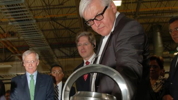 Deutschlands Außenminister Dr. Frank-Walter Steinmeier besucht im Rahmen einer Wirtschafts-Delegationsreise den Schaeffler-Produktionsstandort in Irapuato.