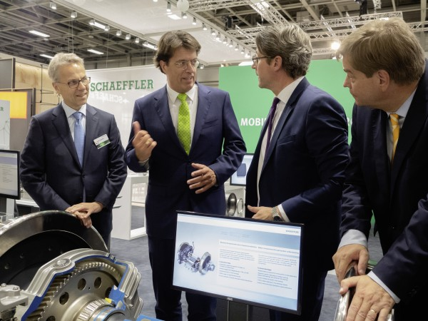 InnoTrans 2018: Andreas Scheuer, the German Federal Minister of Transport and Digital Infrastructure, visits Schaeffler at the InnoTrans